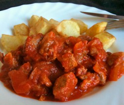 Carne com ervas e tomate